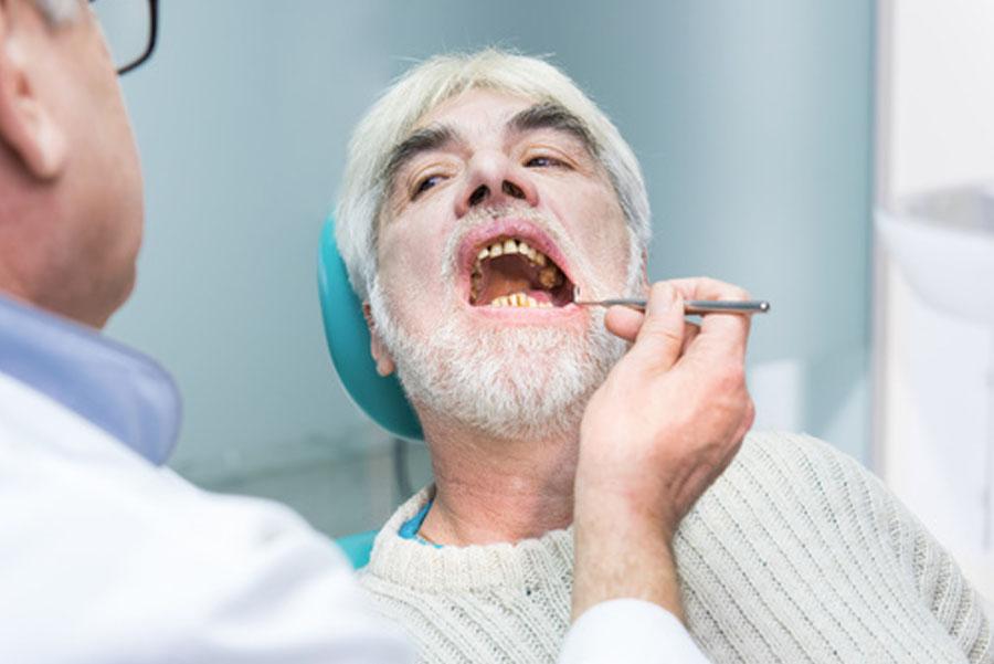 problemi dentali anziani