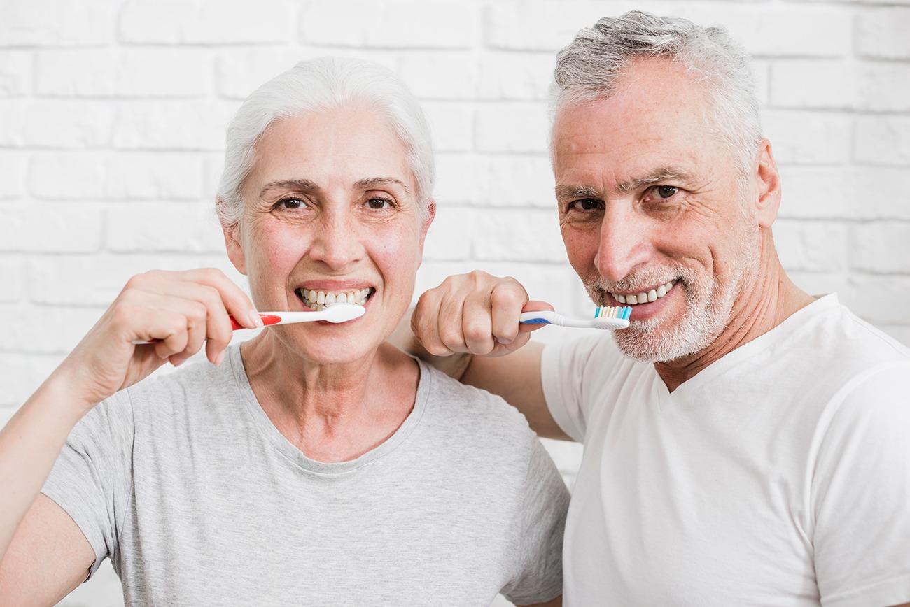effetti dell'invecchiamento sui denti