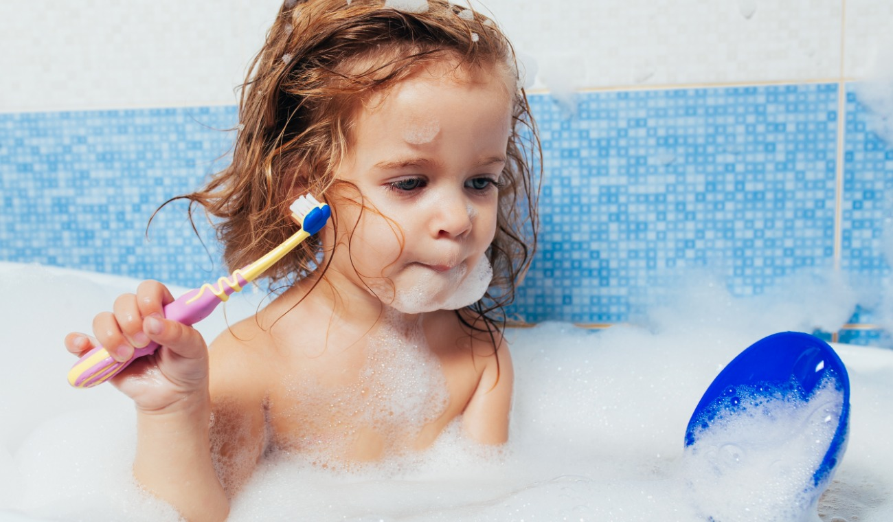 Come faccio ad insegnare ai bambini a lavare i denti