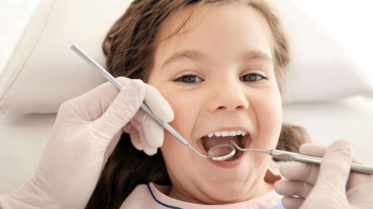 Denti-gialli-nei-bambini